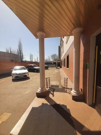 Продам Гостиница-Ресторан в центре города. пл. 1017 м2 . Цена 270 млрд