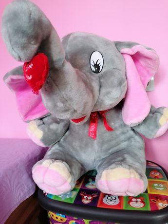 Голям плюшен слон