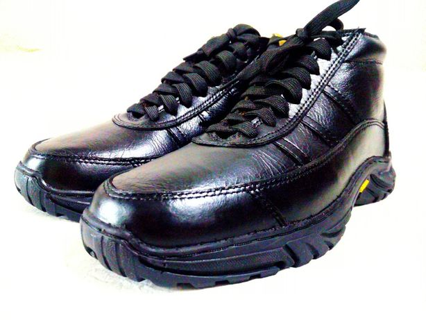 43р. Кожаные кроссовки мужские