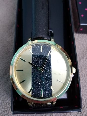 Красив часовник от Avon
