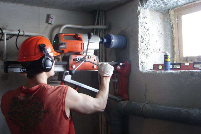 Алмазное сверление(бурение)от20до300мм отверстий(дыр) в бетоне.Алматы