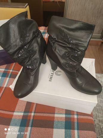 Продам обувь. Сапожки женские итальянские.