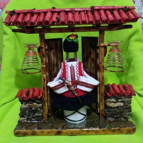 """Сувенирен подарък#Битов #,, Капия """"с 200мл бутилка и две чаши за ракия"""