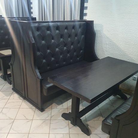 Диван и стол для кафе