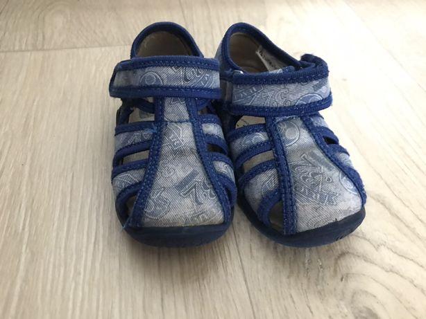 Сандали и кроссовки