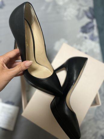 Черни обувки на висок ток Аквамарин