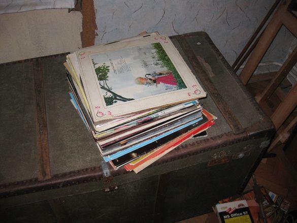 Стари грамофонни плочи за декорация Цена 1 лев за брой