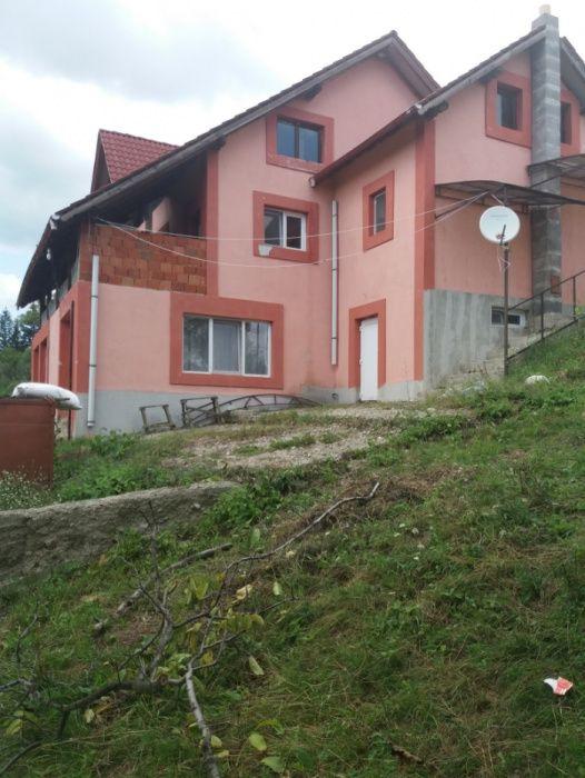 Vând casă în comuna Godeanu, jud. Mehedinți Godeanu - imagine 1