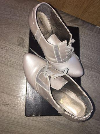 Vând pantofi din piele
