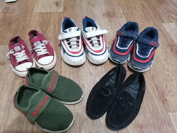 Обувь по 500 тенге каждая