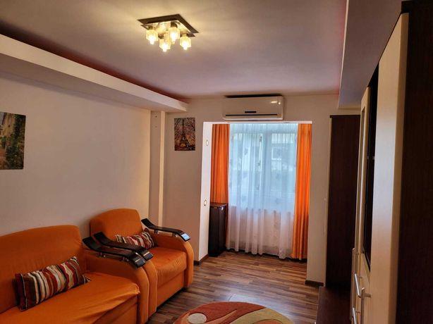 Vand apartament 2 camere decomandat mobilat et.3 din 4 cartier SUD