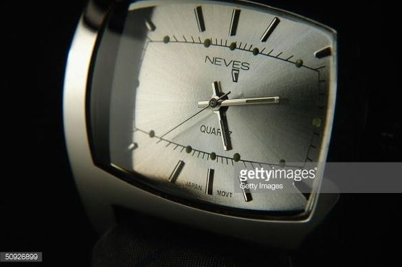 Стилен, изискан и модерен оригинален кварцов часовник NEVES Tie