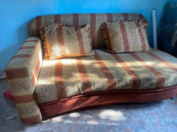 Связи с переездом продаю диван
