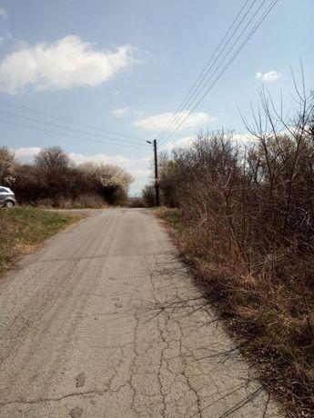 Парцел с асфалтов достъп - 980 кв.м.