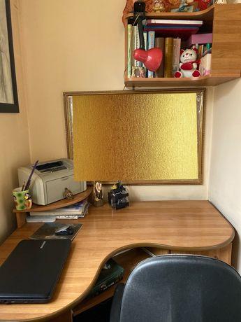 Продам угловой компьютерный стол (плюс полка, кресло на колесиках)