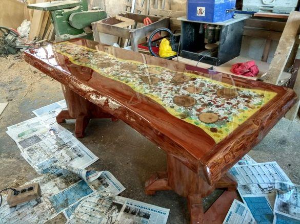 Масивна дървена маса с епоксидна смола