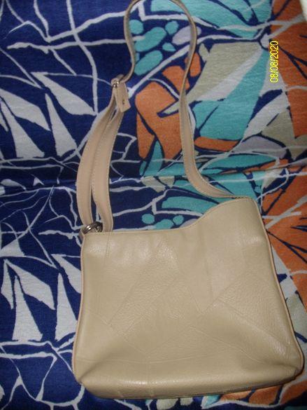 Продавам чисто нова бежова чанта