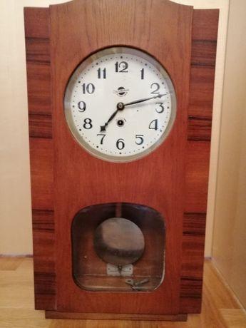 Стенен часовник от средата на миналия век - съветски