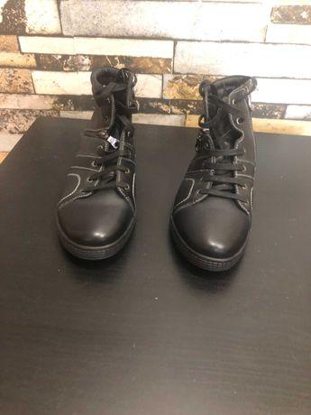 Отдам сапоги мужские новые, кожаные зимние. Оба на правую ногу.