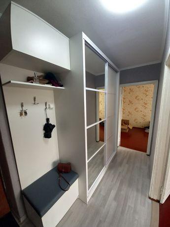 Шкаф в прихожую комнату