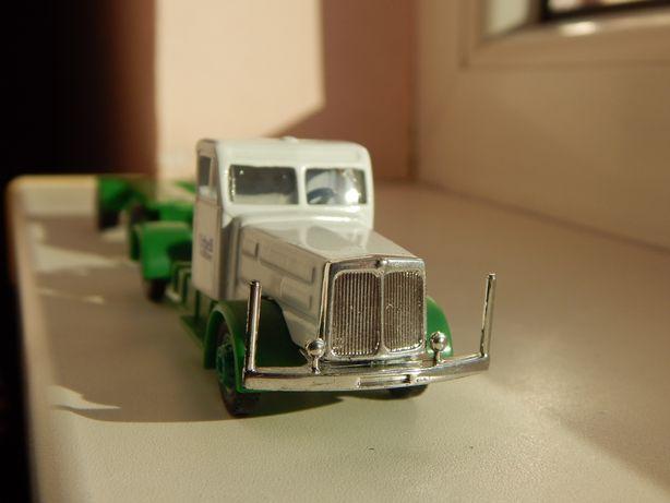 Macheta cap tractor camion Vomag cu remorca pt piese sc 1:87
