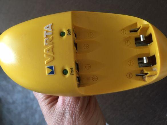 Комбинирано зарядно за различни големини батерии .