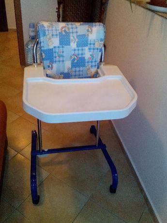 """Детско столче за хранене """"ЧИКО"""" в отлично състояние, на колелца!"""