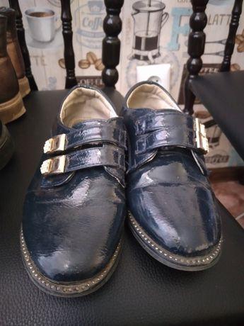 По 1000 тенге  б/у детская обувь