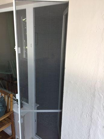 Комарници за врата и прозорец готови за монтаж.