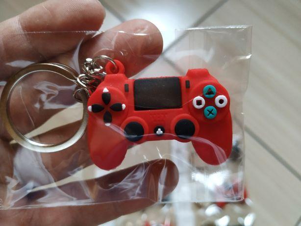 Brelocuri controller PS4, ideale pentru gameri - produs nou, in tipla!