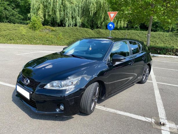 Lexus CT200h black edition