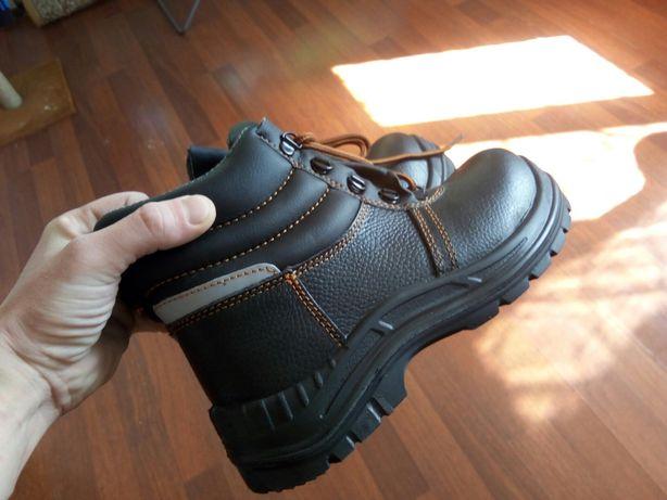 Рабочая прочная новая обувь