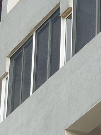 Sticlă glisantă cu plase de insecte tip PLISSE
