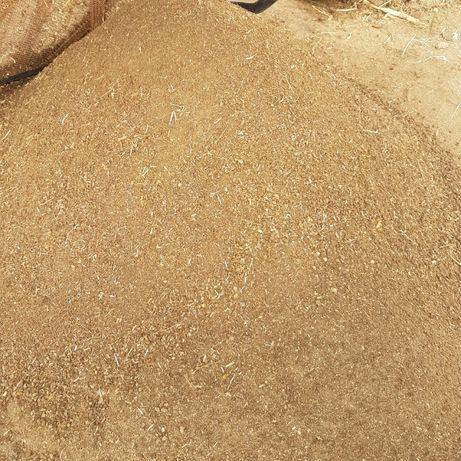 Оборска тор и земя хумус