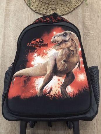 Ученическа чанта с колелца и дръжка