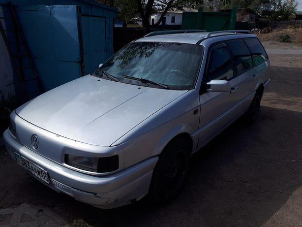 Продам машину Volkswagen passat B3 1.8 карбюратор 1993 года
