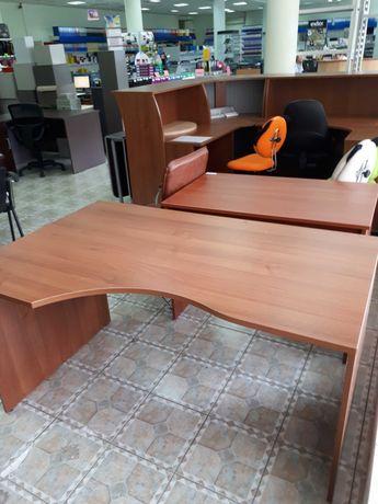 Стол письменный угловой.