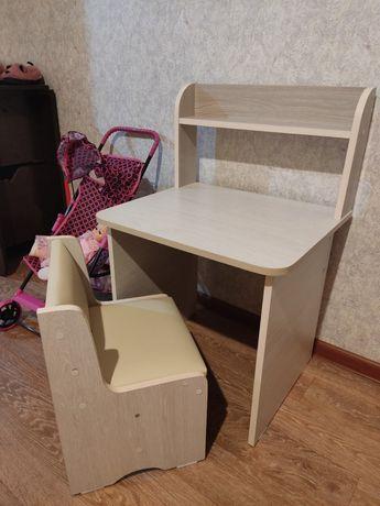 Детский стол, стул.