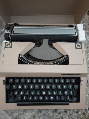 Чисто нова пишеща машина Privileg 160