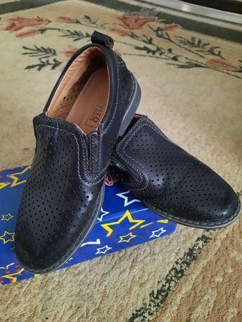 Продам б/у туфли на мальчика