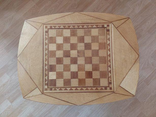 Кровать полуторка.Столик для игры в шашки и шахматы