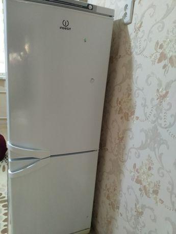 Холодилник Индезит