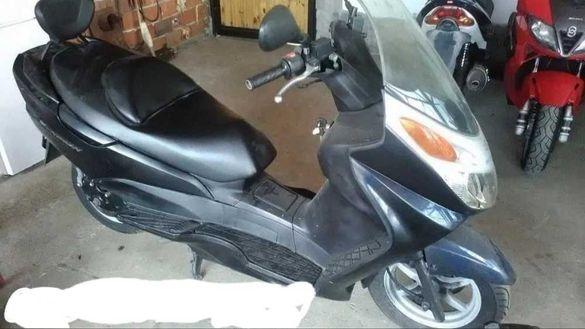 продавам Suzuki burgman 125 150 на части