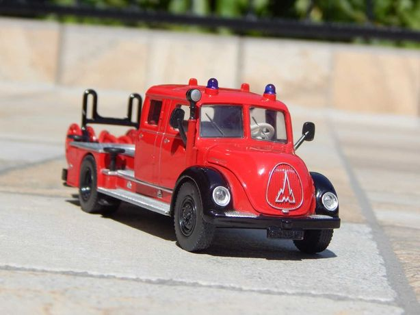 Macheta camion pompieri Magirus-Deutz Drehleiter sc 1:50 lipsa scara