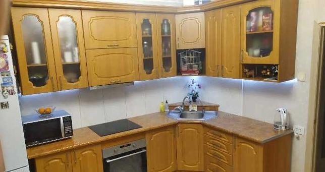 Продам кухонный гарнитур б/у