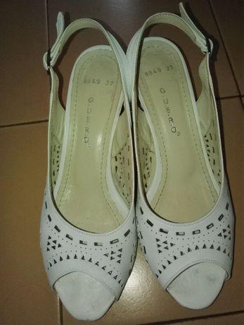 бели летни обувки