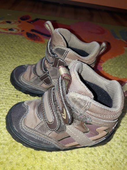 Много запазени детски обувки на geox,номер 22
