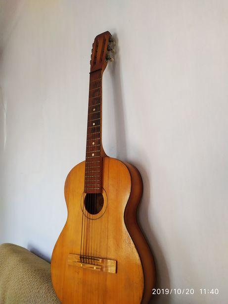 Продам гитару 7-и струнную советскую в отличном состоянии