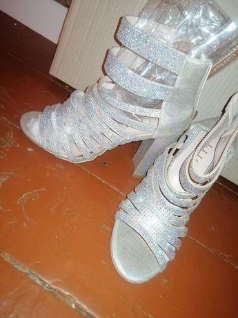 Например, женская обувь