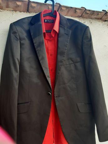 Costum barbat negru lucios cu camasa rosie marimea 52